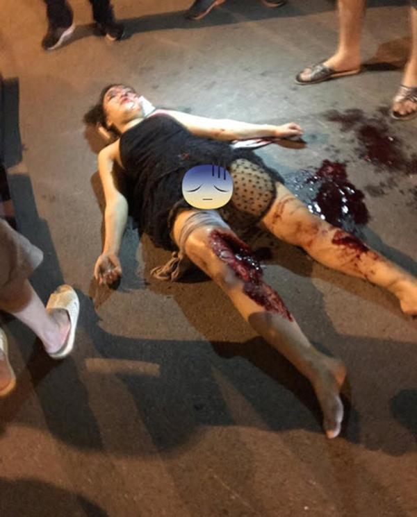 tai nạn, thiếu nữ mặc váy ngắn, xe kẹp 5 không mũ bảo hiểm, xe máy kẹp 5