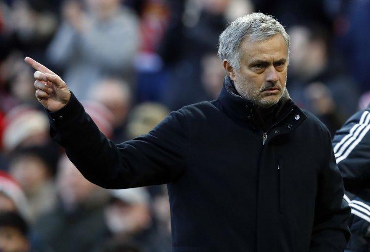 Nổi giận, Mourinho lại 'bật' lãnh đạo CLB MU