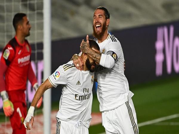 Cách phối hợp đá phạt đền của Benzema và Ramos