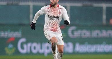 Tin thể thao sáng 25/12: HLV Milan lên tiếng về thương vụ Calhanoglu tới MU